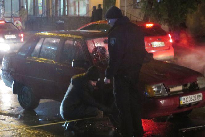 """На Зарічанській автомобіль збив жінку. Кажуть, вона йшла по """"зебрі"""""""