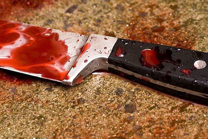 Напився і схопив ніж: мешканець Шепетівського району ледь не зарізав свого односельця