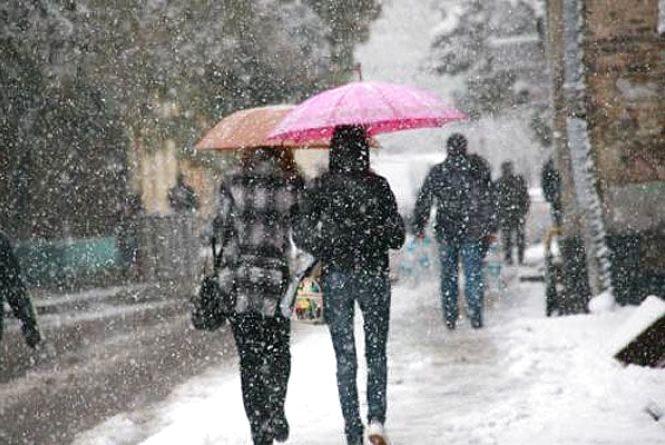 Мокрий сніг і сильний вітер: що прогнозують синоптики хмельничанам на вихідні