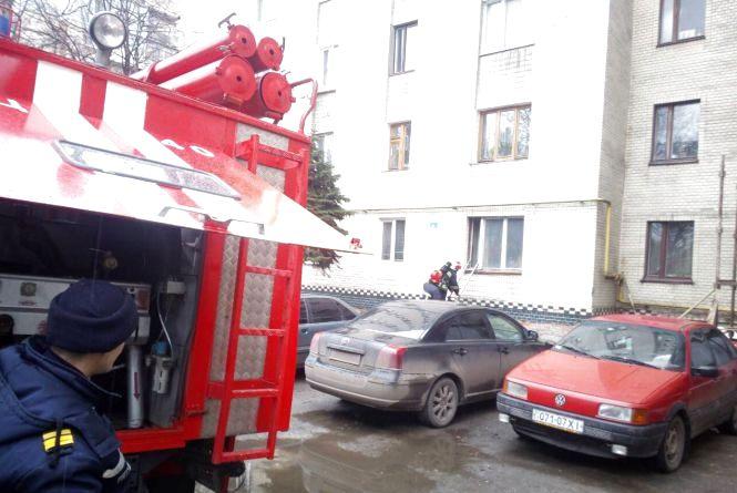 На Тернопільській загорілася квартира у дев'ятиповерхівці: дитина потрапила у димову пастку