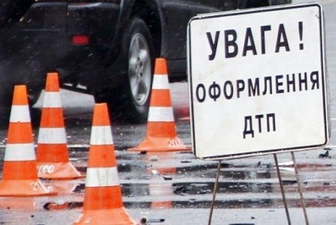 Потрійна ДТП поблизу Ярмолинців: постраждали троє дорослих і дитина