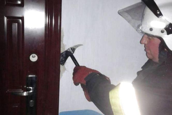 У Кам'янці в зачиненій квартирі знайшли тіло 69-річного чоловіка