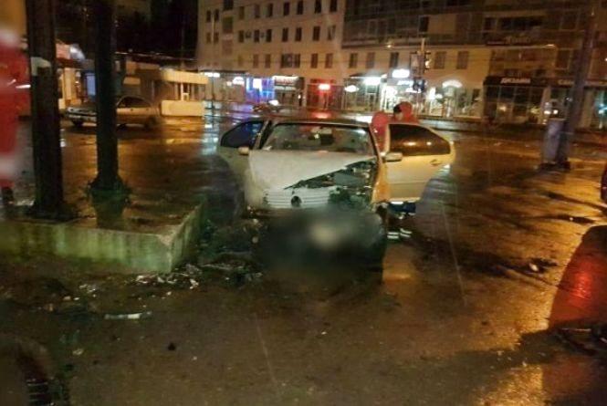 """Хроніка ДТП у Хмельницькому: пішоходів збивали на """"зебрі"""",  а водії врізались у стовпи"""