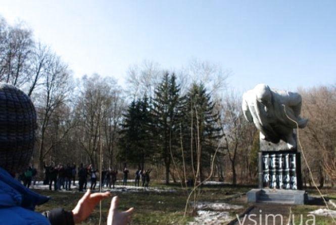 Куди зник 6-метровий пам'ятник? Прокуратура відновила «справу Ілліча»