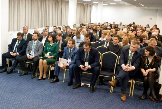 """У Хмельницькому говоритимуть про реформу освіти і """"розумну"""" економіку"""