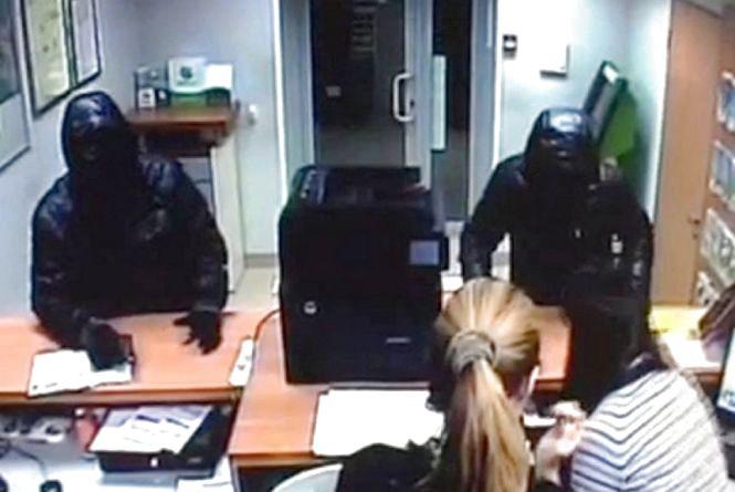 Продавчиня з Ізяслава придумала розбійний напад, щоб обдурити поліцію