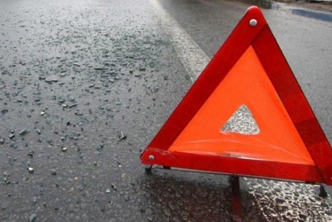 На Вінницькому шосе автомобіль збив пішохада та поїхав геть. Водія шукають