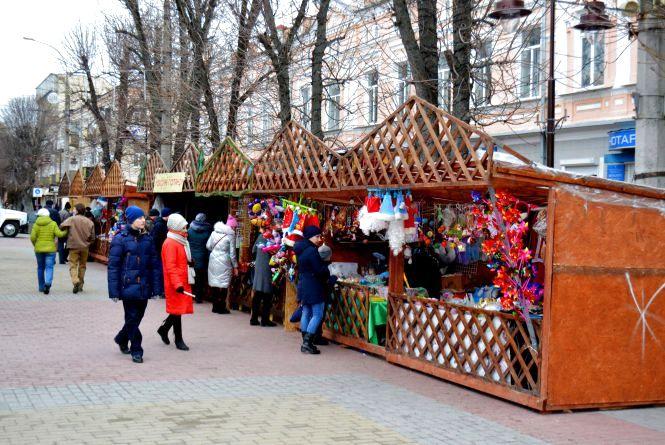 Епіцентр свят: Проскурівську перетворюють в новорічну «стометрівку»