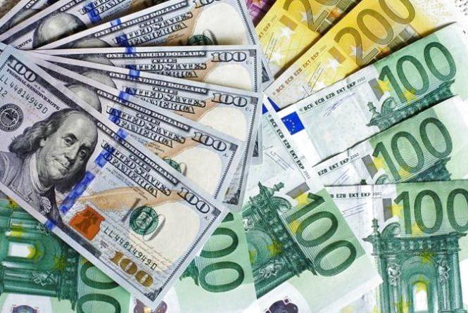 Курс валют на 14 грудня: долар та євро продовжують рости