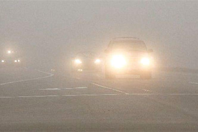 Туман на дорогах Хмельницького. Водіям дали 6 порад безпечної їзди