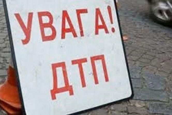 Двоє чоловіків потрапили під колеса автомобіля у Хмельницькому