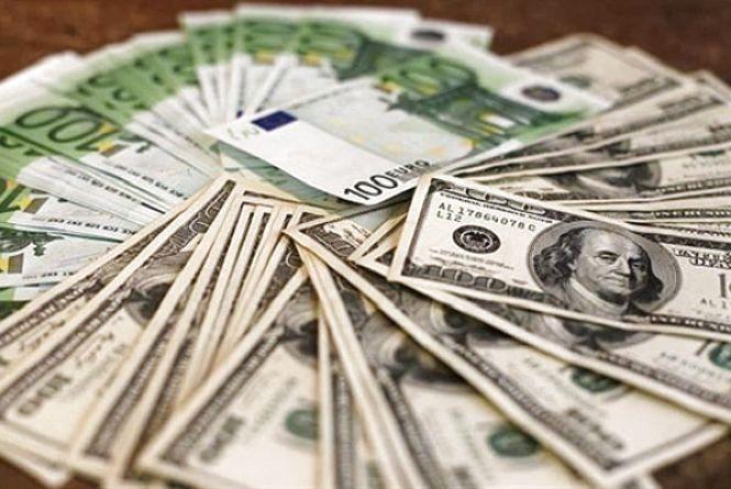 Долар і євро знову подорожчали - курс валют на 20 грудня