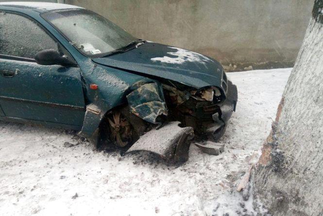 На Заводській «Daewoo» на тротуарі збив чоловіка