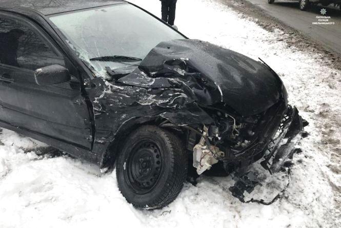 Наслідки негоди: біля Головчинець «Mitsubishi» влетіло в вантажівку
