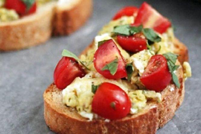 Сніданок італійського походження: як приготувати класичну брускетту