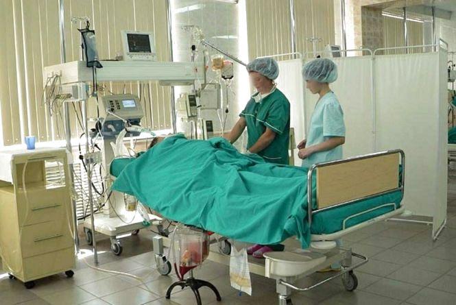 Лікарі борються за життя хмельничанки Тетяни, яка випала з дев'ятого поверху