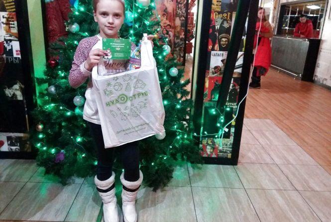 Хмельницька дітвора отримала подарунки за участь у проекті «Подарунок від Св. Миколая» від «ОКЕЙ FM»