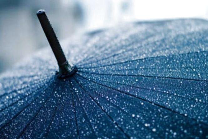 Дощ та сильний вітер: на Хмельницький насувається атмосферний фронт із заходу