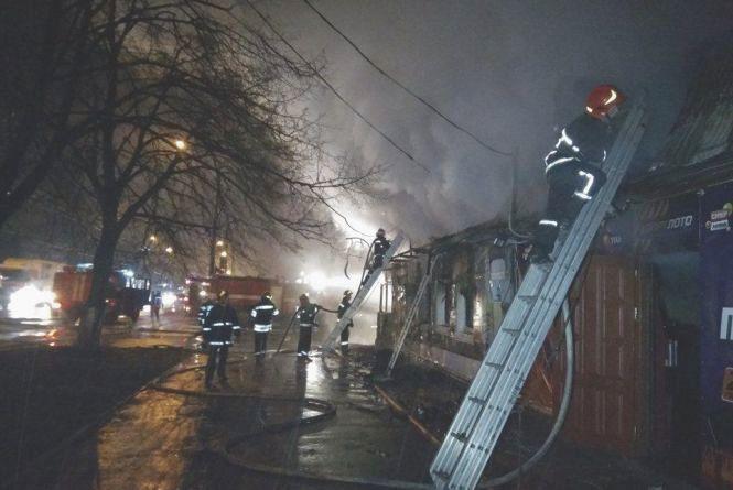 На проспекті Миру згоріло кафе «Марися» (ФОТО)