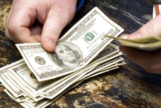 За скільки купують і продають валюту 3 січня