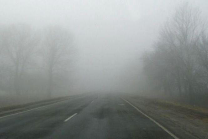 Туман на дорогах Хмельницького: водіїв просять бути обережними