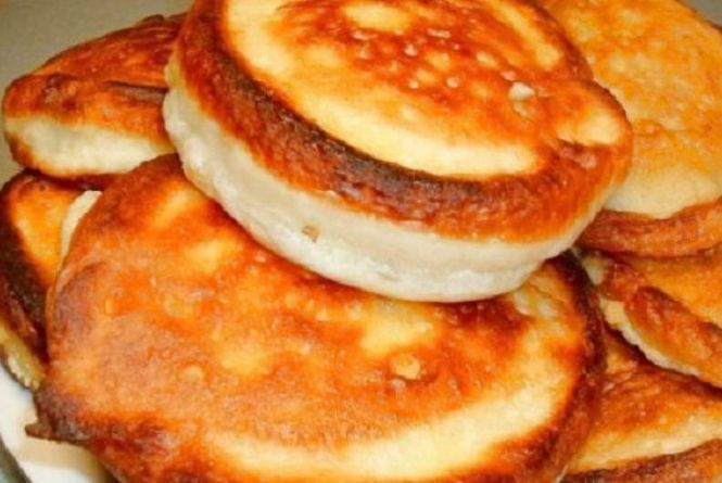 Смачний і швидкий сніданок: як приготувати оладки на кефірі