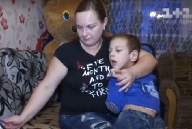 """""""Усе життя на маминих руках"""" - хмельничанка просить допомогти зібрати кошти на лікування 8-річного сина"""
