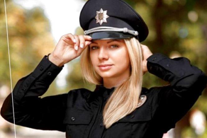 Блондинка з Франківська працюватиме в поліції Хмельниччини