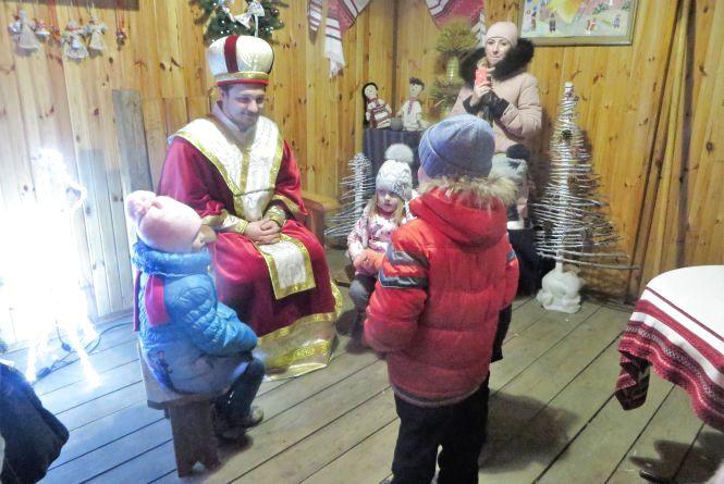 Штурм гостини Миколая: на що йдуть хмельничани заради цукерок і чому в програму внесуть зміни
