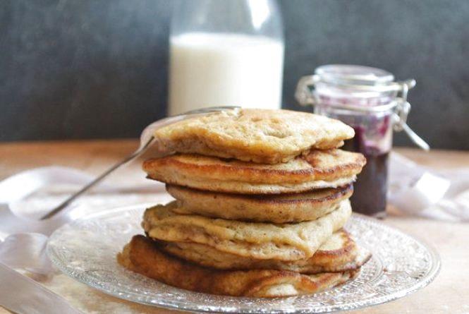 Смачний і швидкий сніданок: як приготувати бананові панкейки без борошна