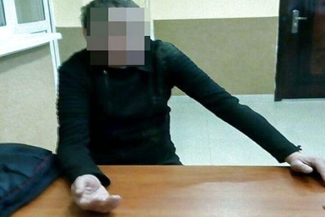 Розмахував ножем та казав, що заріже: у Хмельницькому чоловік напав на продавчиню