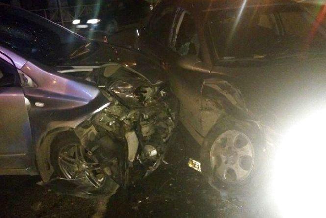 """На Кам'янецькій """"Opel"""" в'їхав в """"Nissan"""". Постраждали троє людей"""