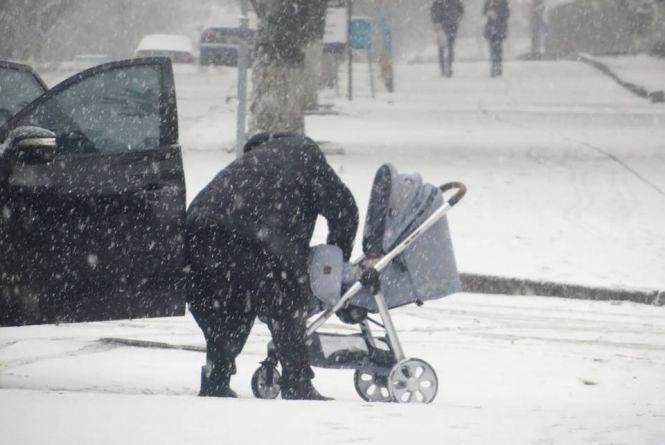 Сніг та сильний вітер заполонять  Хмельницький у четвер, 18 січня