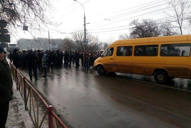 Ветерани МВС перекривали дорогу на Кам'янецькій і Пушкіна (ОНОВЛЕНО)