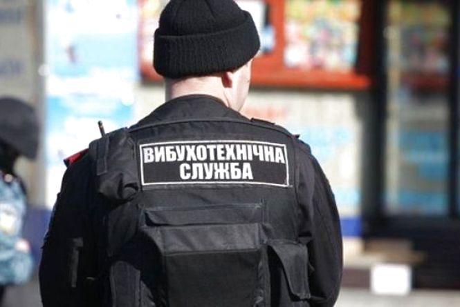 В кафе у Дунаївцях правоохоронці шукали вибухівку