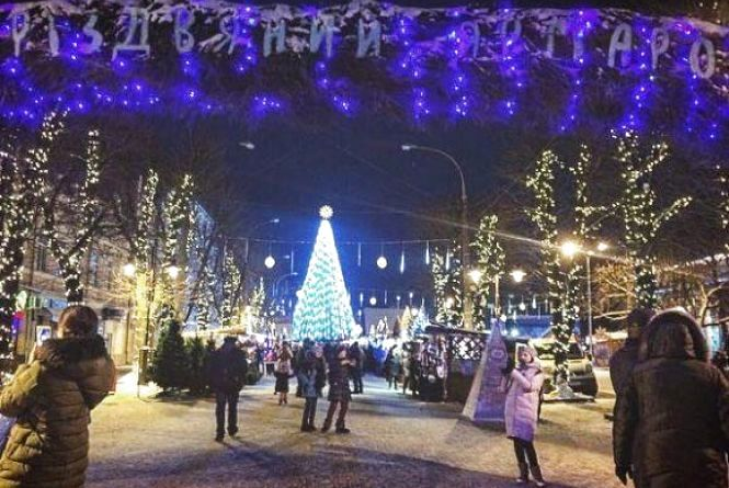 19 січня у Хмельницькому офіційно закриють головну ялинку міста