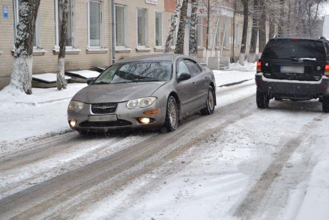 Хмельницький засипало снігом. Водії розповіли, як чистять дороги