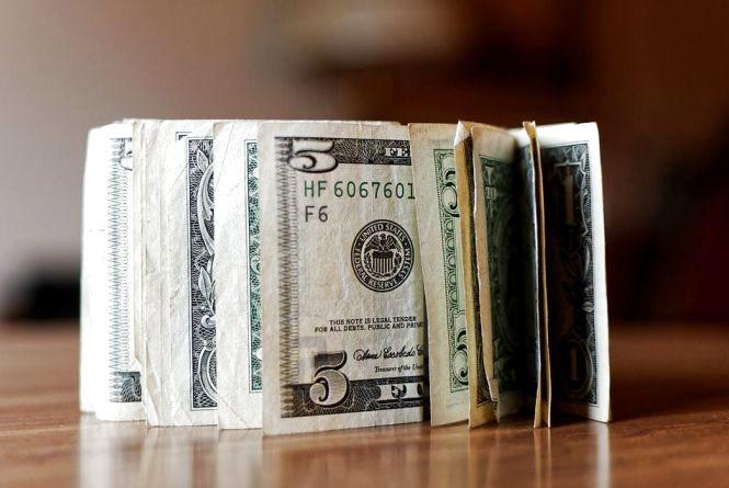 Долар знову росте: курс валют на 23 січня