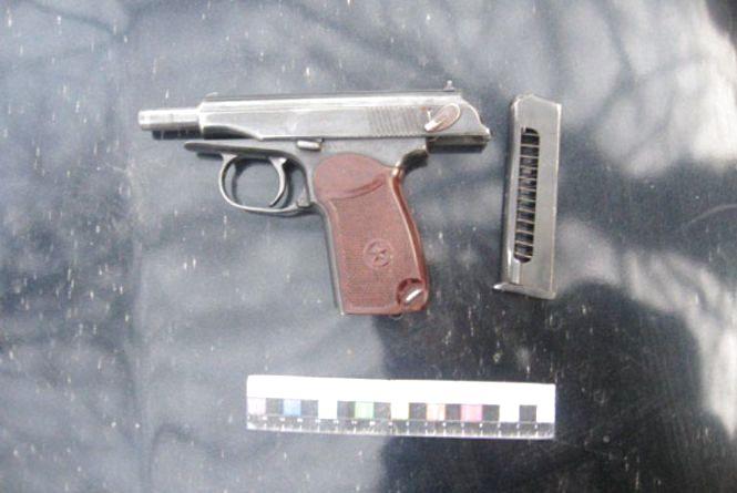 Хмельничанина з пістолетом і битою спіймали у Рівному
