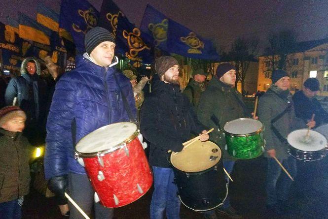Центром Хмельницького пройшов смолоскипний марш на честь героїв Крут