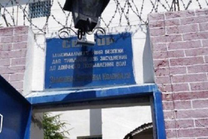 Протести у Замковій колонії: в'язнів вирішили годувати примусово