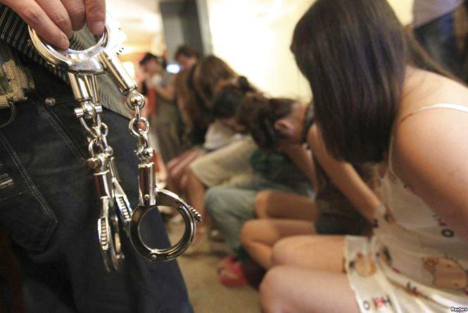 Секс-рабство і торгівля людьми на Хмельниччині: продають повій і обманюють працівників