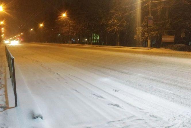 Наслідки снігопаду у Хмельницькому: з десяток ДТП, але без потерпілих