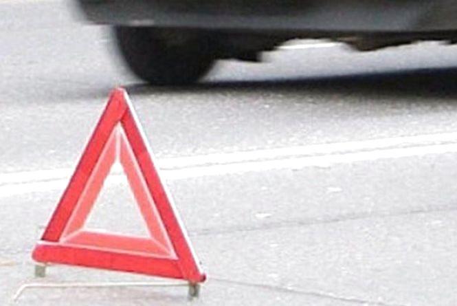 """Біля  перехрестя Бандери і Зарічанської не розминулися тролейбус і """"Peugeot"""""""
