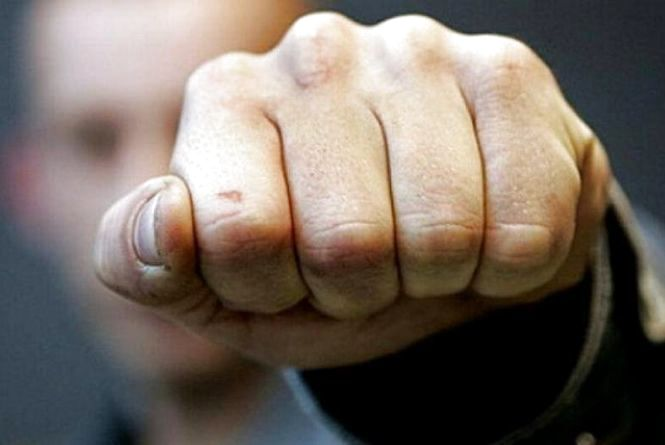 На Кам'янеччині чоловік кинувся з кулаками на водія маршрутки і відмовився платити за проїзд