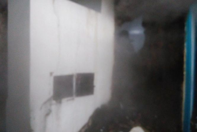 Вогняна пастка: на Новоушиччині з палаючого будинку врятували матір з двома дітьми