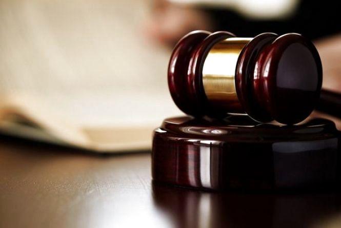 """Суд призначив покарання чоловіку, який """"замінував"""" кафе у Дунаївцях"""