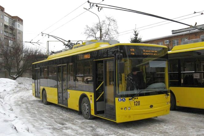 Новий тролейбус і зміни в маршрутах: громадський транспорт знову курсуватиме по-новому