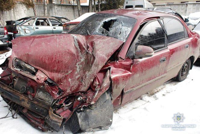 Поблизу Хмельницького легковик зіткнувся з вантажівкою. Є постраждалі (ОНОВЛЕНО)