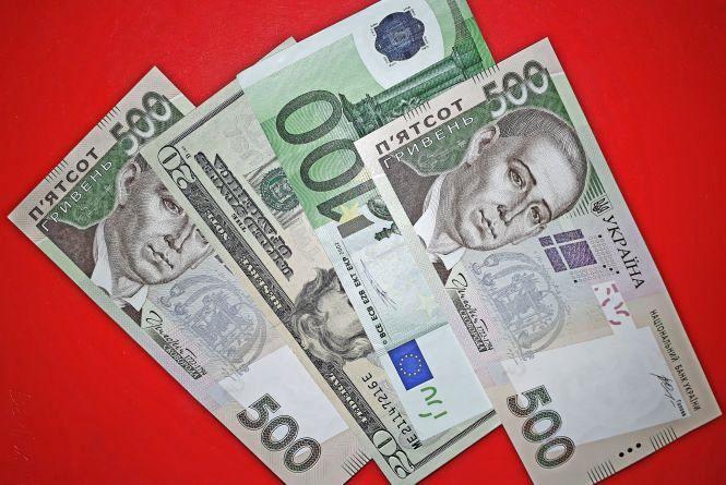 """Долар і євро """"поповзли"""" вгору: курс НБУ на 23 лютого"""